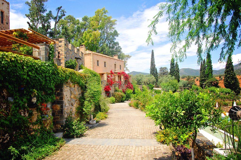 vista esterna villa con paesaggio verdeggiante